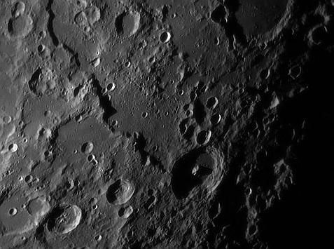 Cienie na powierzchni Księżyca