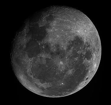 Księżyc sfotografowany z pomocą niedużego 65mm refraktora