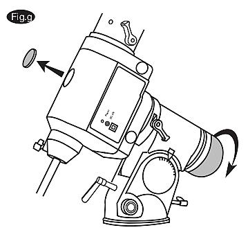 Okręcając nasadkę i kapsel uzyskamy dostęp do lunetki biegunowej