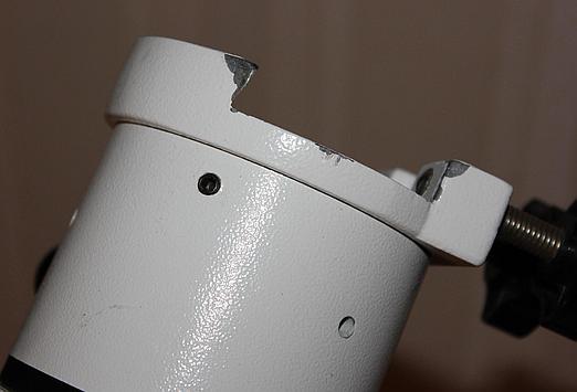 W przypadku HEQ5 trzeba odkręcić siodełko – trzy czarne śruby imbusowe tuż pod siodełkiem