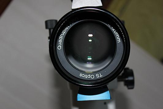 Obiektyw refraktora apochromatycznego złożony z trzech soczewek