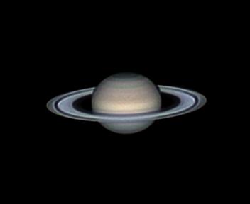Amatorska fotografia Saturna ukazująca pierścienie wokół planety