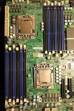 Dwuprocesorowy komputer w architekturze NUMA