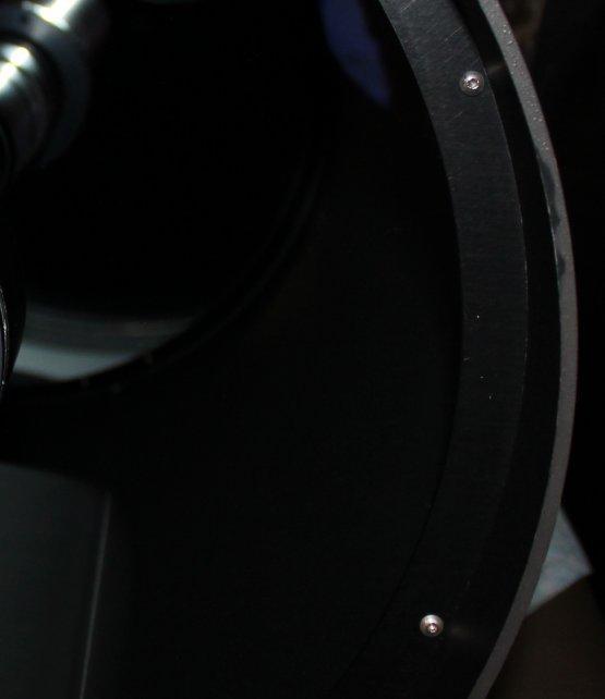 Śruby dociskające płytę korekcyjną